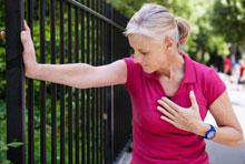 Боль в груди при физических нагрузках.