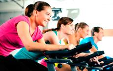 Кардиотренировки с правильно подобранной нагрузкой укрепят здоровье сердечно-сосудистой и дыхательной систем.