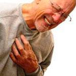 Стенокардия может проявляться острой болью в сердце.